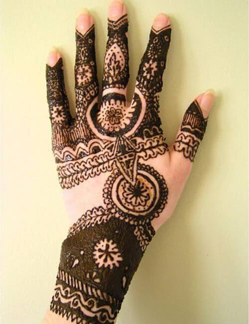 Beautiful Mehndi Design for Back Hand