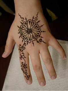Sweet Mehndi Design for Kids
