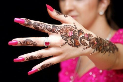 Arabic Mehndi Design With Stones