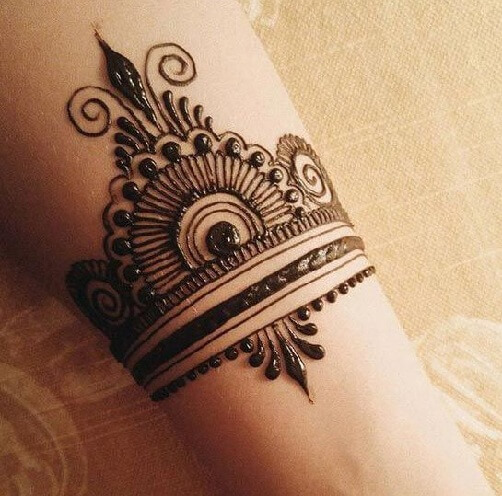 Cool Mehendi Design For The Wrist