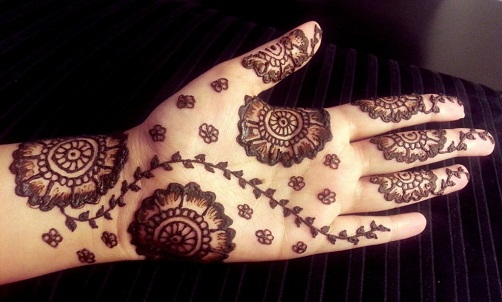 Disjoint Mehndi Design for Palm