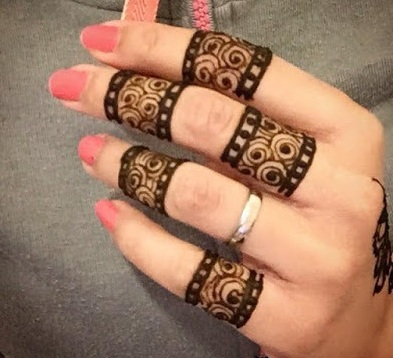 Finger Pattern Mehendi Design