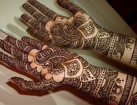 Kalash And Leaves Arabic Mehndi Design