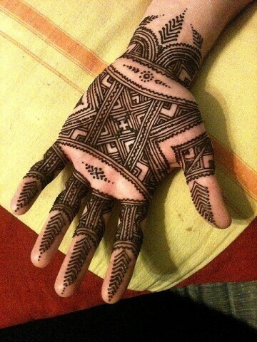 Lining and Boxes Mehndi Design