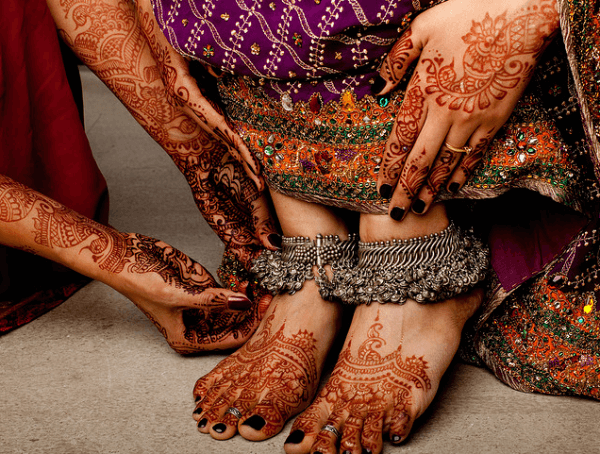 Smart Bridal Mehandi Design For Your Hands And Feet