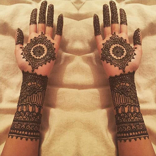 The Curvy Mehndi Design For The Wrists